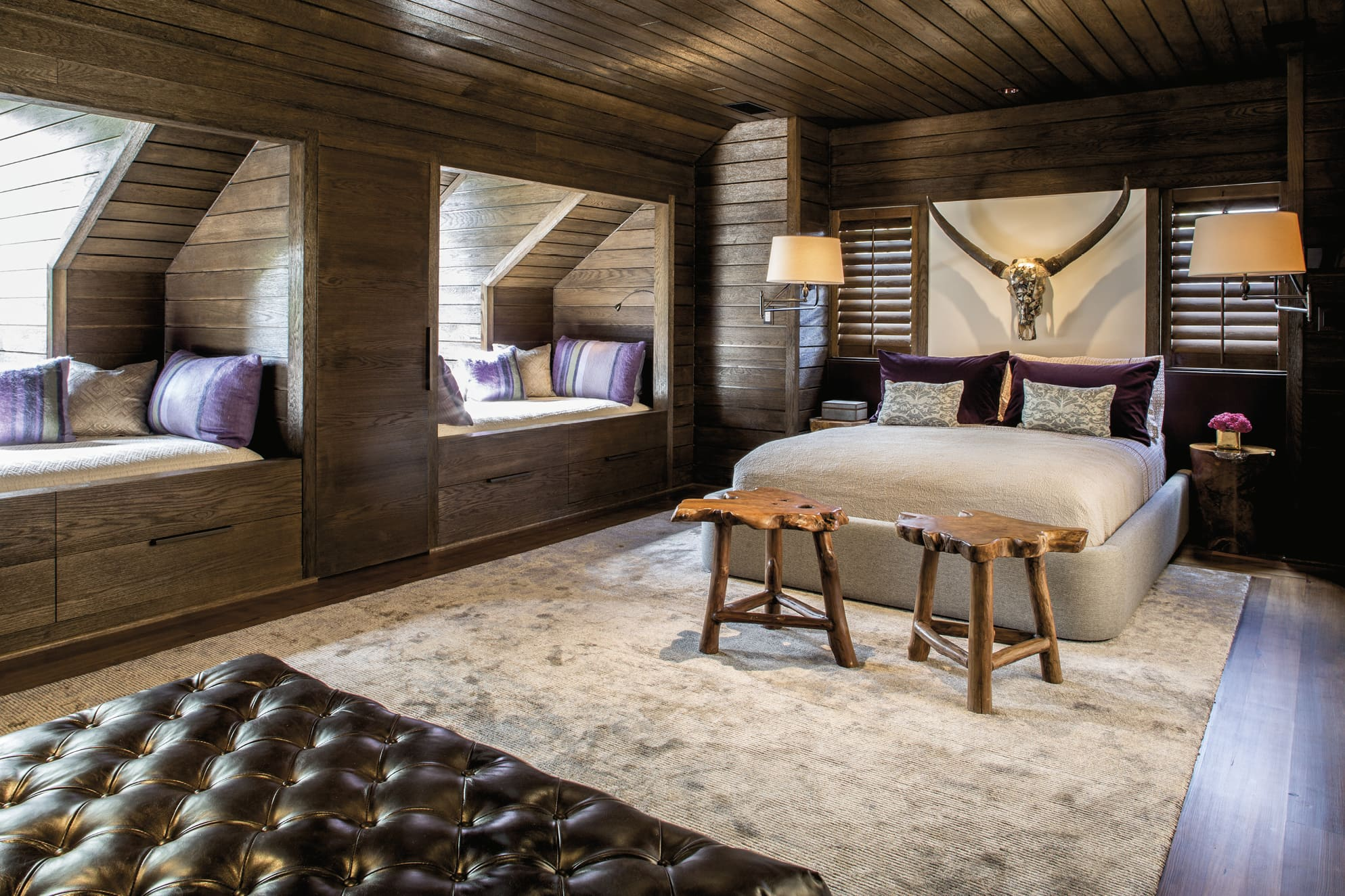 Bedroom with a double bed and two bunk/sitting nooks
